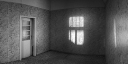 Zimmer in verlassener Villa - B & W