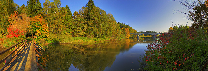 Spazierweg und Steg über den Stadtsee von Allentsteig